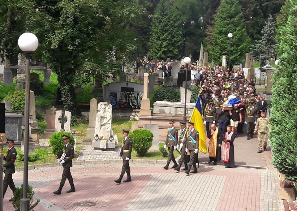 Сталося непередбачуване! У Львові спробували зірвати похорон захисника України