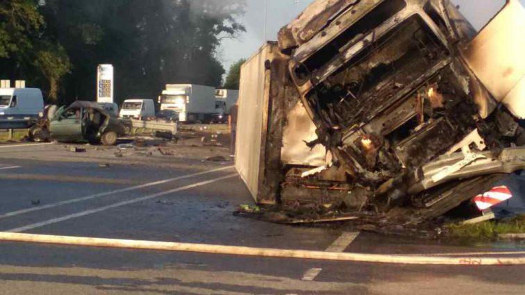 Не впорався з керування і зник з місця події: Під Києвом вантажівка спричинила смертельну ДТП