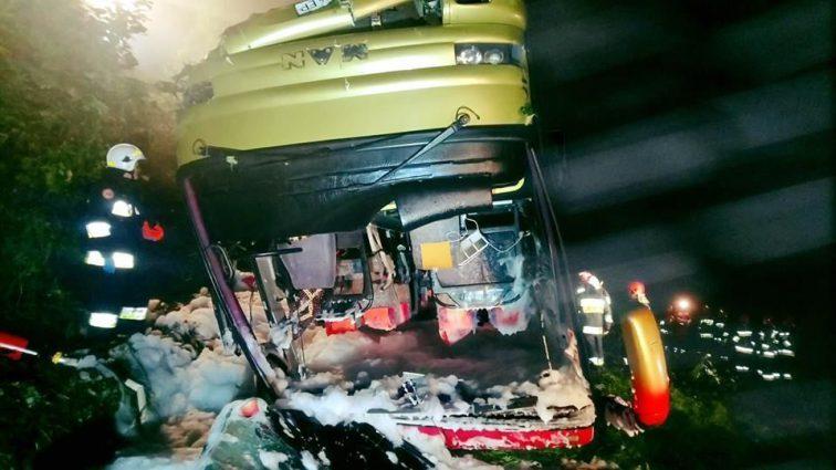 Терміново! У Польщі автобус з українцями на швидкості злетів  зі схилу . Є жертви