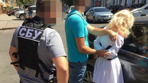 """""""Спіймали на гарячому"""":  В Одесі на великому хабарі затримали керівника райвідділу Нацполіції"""