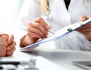 Нові зарплати для лікарів та боротьба за пацієнта: перші результати скандальної медреформи