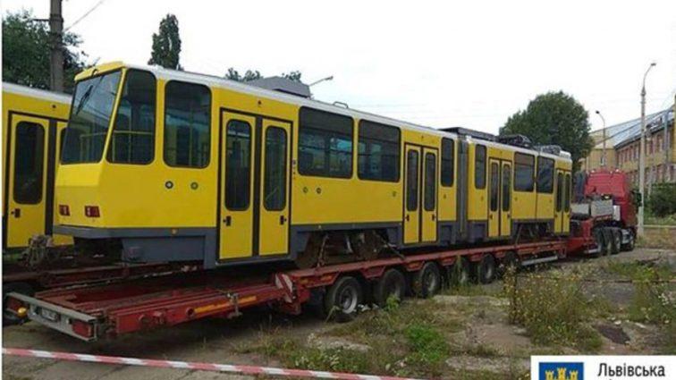Двері не відчиняються, а характеристика зовсім не відповідає дійсності: Львівські чиновники оскандалились із закупівлею трамваїв