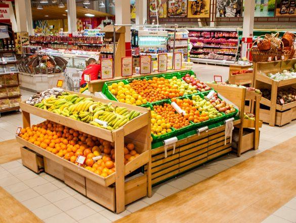 Гниль і комахи: відомий супермаркет в Києві потрапив в скандал