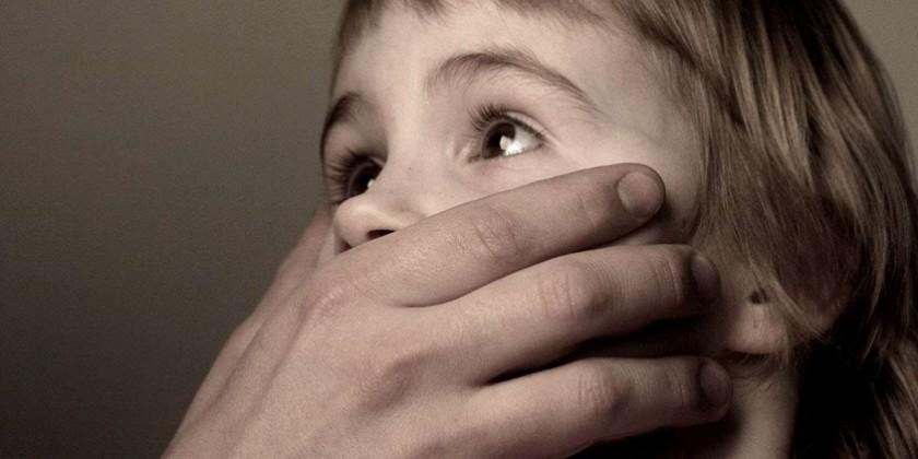 """""""Батько ґвалтує мою 15-річну сестру"""": 40-річний чоловік поглумився над дівчинкою з ДЦП"""