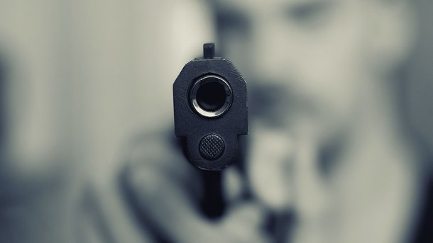 У Чернігові неадекватний молодик влаштував  стрілянину