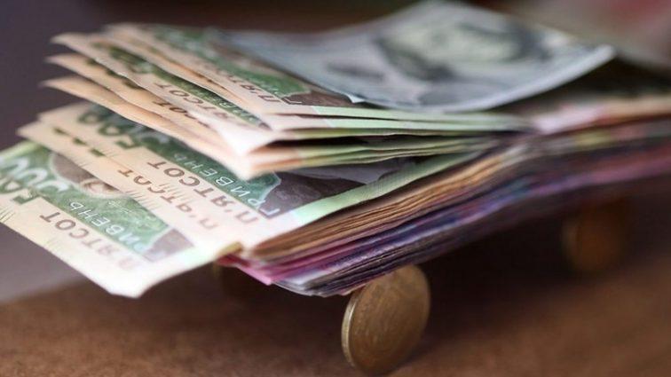 Вже з 1 жовтня: українцям планують підвищити зарплати, дізнайтесь на скільки і кому