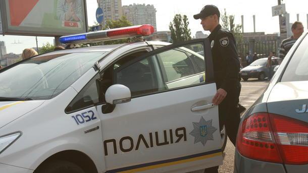 Скандал у Рівному: Любителі дрифтингу влаштували бійку та протягнули поліцейского на капоті