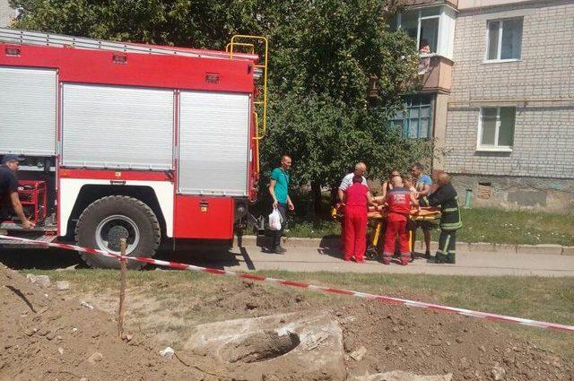 Трагічні канікули: 9-річна дівчинка впала в яму на металевий дріт