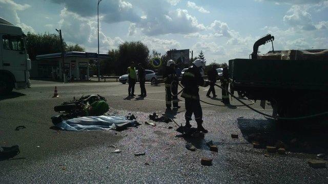 Смертельне ДТП в Рівненській області: Вантажівка на  шаленій швидкості врізався в мотоцикліста