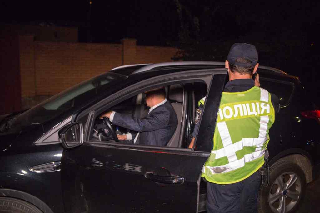 Розсікав п'яний за кермом: у Києві екс-посол України в США відзначився небезпечною витівкою