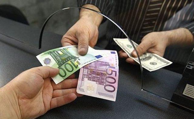 """""""Долар зробив різкий розворот"""": Нацбанк визначився з курсами валют на 27 серпня"""