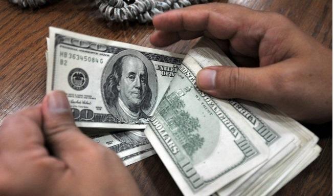 Вимагав три тисячі доларів: На Львівщині на хабарі затримали землевпорядника
