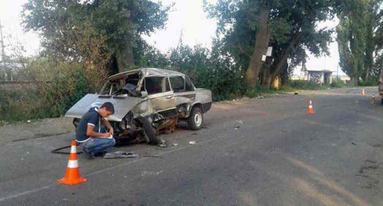 Вантажівка практично розчавила легковик: постраждала п'ятирічна дитина