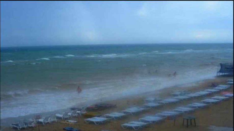 Купалися в штормовому морі: син трагічно загинув на очах у батьків
