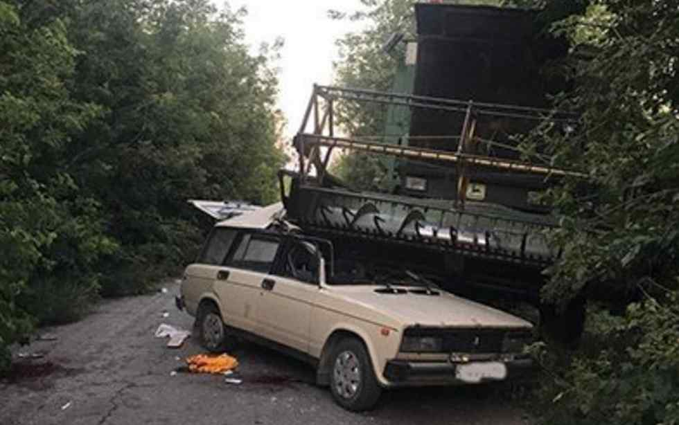 Смертельна ДТП на Тернопільщині: комбайн розчавив легковик