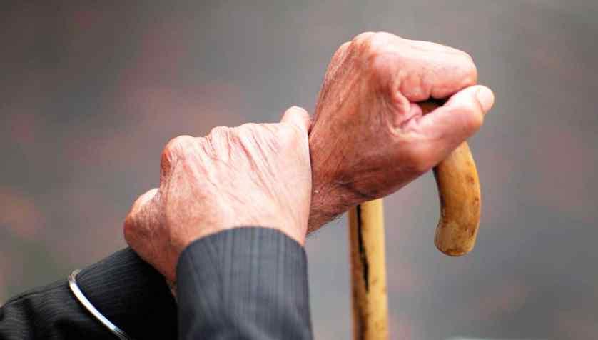 Пенсія за віком: кому з українців виплачуватимуть і що потрібно знати, щоб її отримати