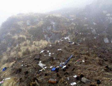 Літак загорівся та впав у річку: не вижив ніхто