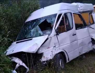 Смертельна ДТП у Львівській області: лоб в лоб зіткнулися вантажівка і мікроавтобус