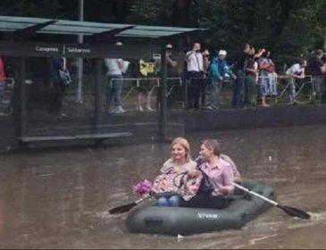 Наслідки масштабної зливи у Львові: люди рятувалися на човнах