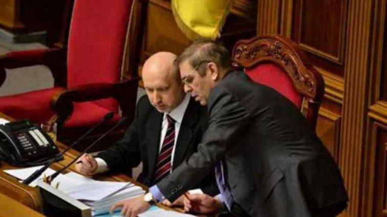 Турчинов і Пашинський змовилися і чекають до виборів: Експерт заявив зробив гучну заяву