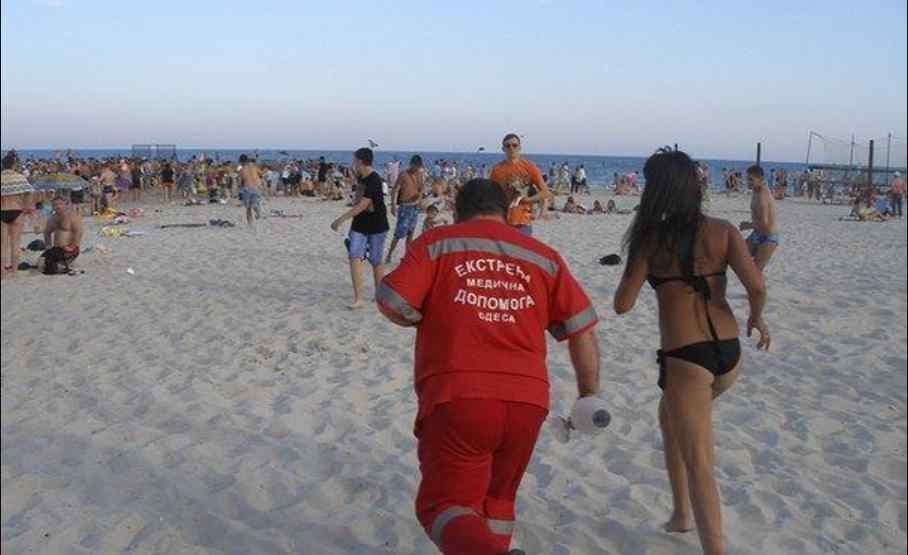 """""""Швидка"""" підібрала дітей на березі без свідомості: нечуваний випадок приголомшив увесь регіон"""