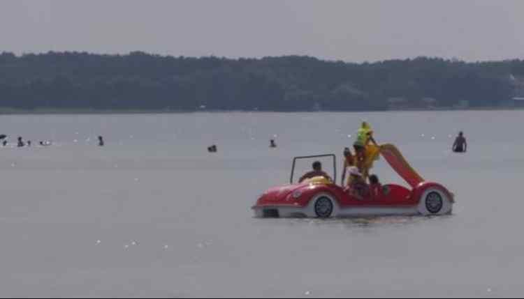 Стрибали в воду з катамарана: на озері Світязь загинула жінка з дитиною