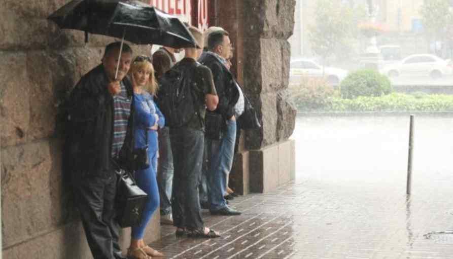 Україну накриють грози з градом: синоптики попередили про погіршення погоди