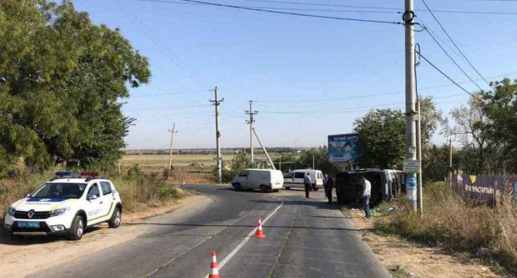 На Одещині автобус з відпочивальниками протаранив вантажівку, серед постраждалих троє дітей