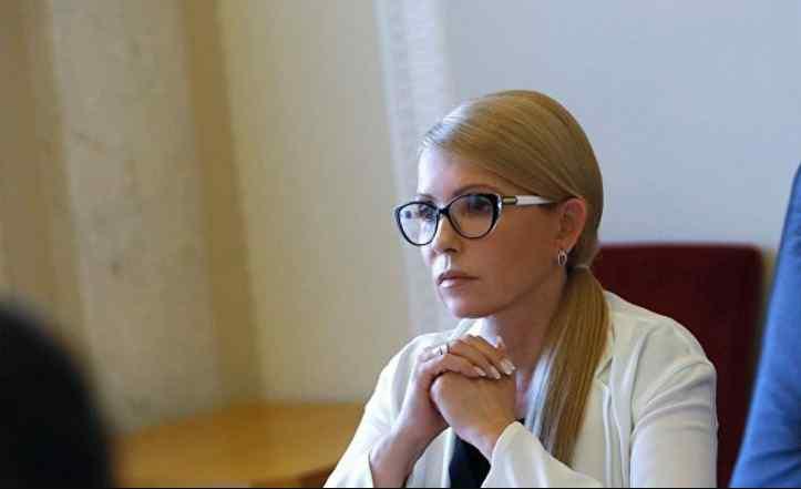 Зустріч Тимошенко в Херсоні: Плакати «Юля Путіна» і парасольки партії Регіонів