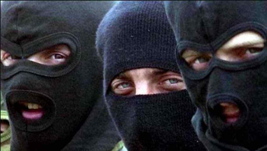 Люди в масках увірвалися до будинку: у Черкасах невідомі напали та побили депутата