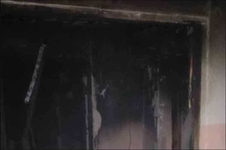 В житловому будинку спалахнула пожежа: загинула жінка, фото з місця події