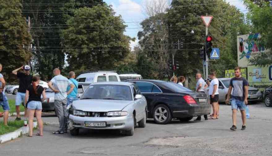Чоловік загинув на місці: суддя скоїв наїзд на пішохода
