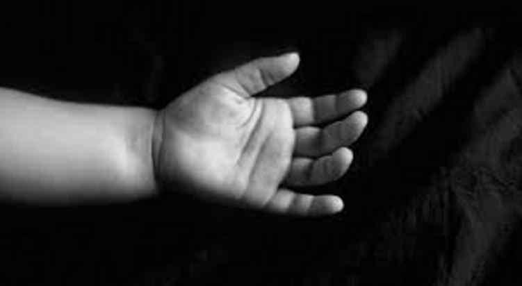"""""""Поклала тіло немовляти в морозилку і відправила фото трупа друзям"""": Мати жахливо розправилася зі своєю новонародженою дитиною"""