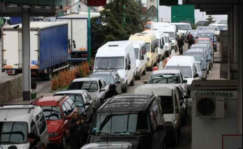 Колапс на кордоні з Польщею: сотні машин застрягли під палючим сонцем