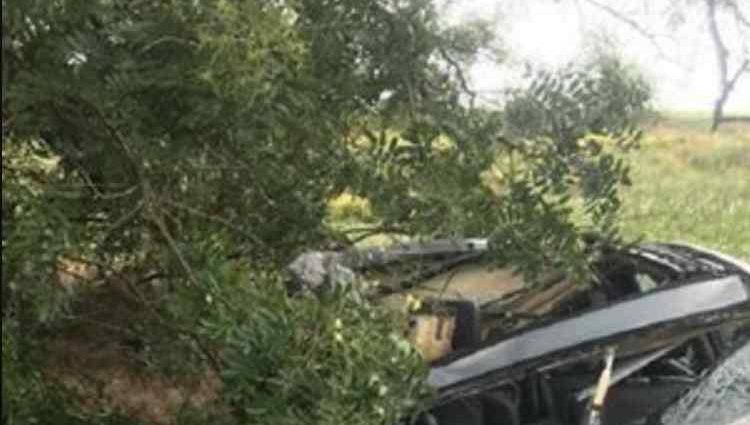 """Смертельна ДТП на трасі """"Одеса-Миколаїв"""": вантажівка практично розчавила легковик"""