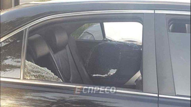 Посеред білого дня у столиці обстріляли автомобіль і викрали з нього два мільйони