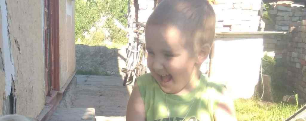 """""""Рідкісна недуга поставила його життя під загрозу"""": Маленький Максимчик потребує вашої допомоги"""