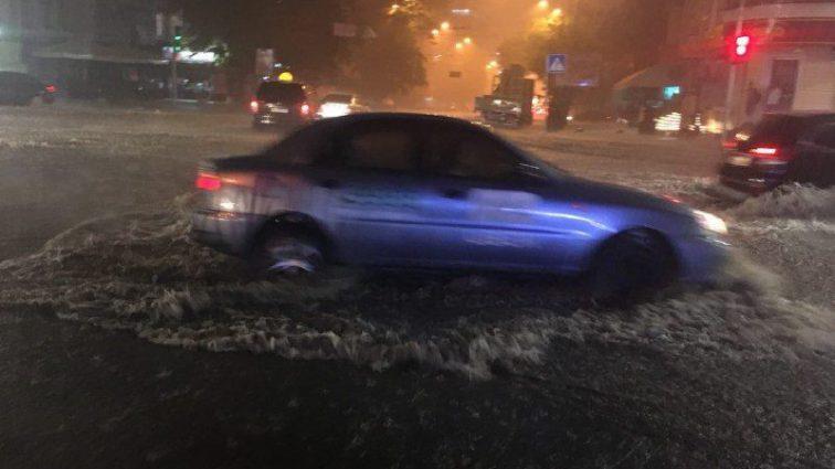 """""""Армагеддон у столиці"""": Київ знову накрила потужна злива, відео лиха"""