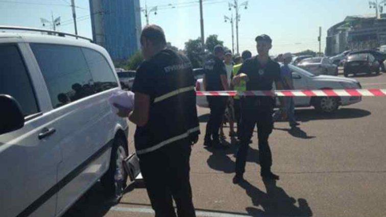У Києві біля вокзалу невідомі молодики влаштували стрілянину