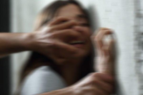 Затягли в гараж і зґвалтували: Двоє хлопців жорстоко поглумилися над школяркою