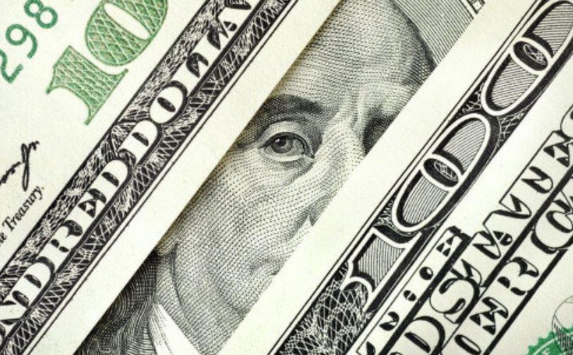 """Долар в Україні продовжує рости: Нацбанк повідомив на скільки """"просів"""" курс гривні"""