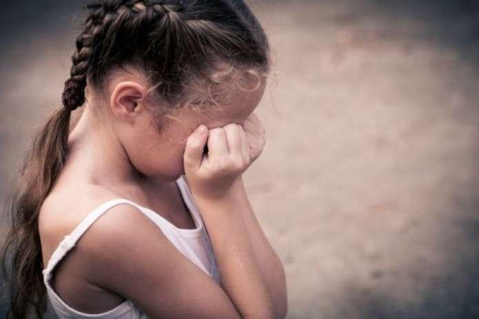 Ледь не проковтнув: величезний пітон напав на дочку на очах у батька