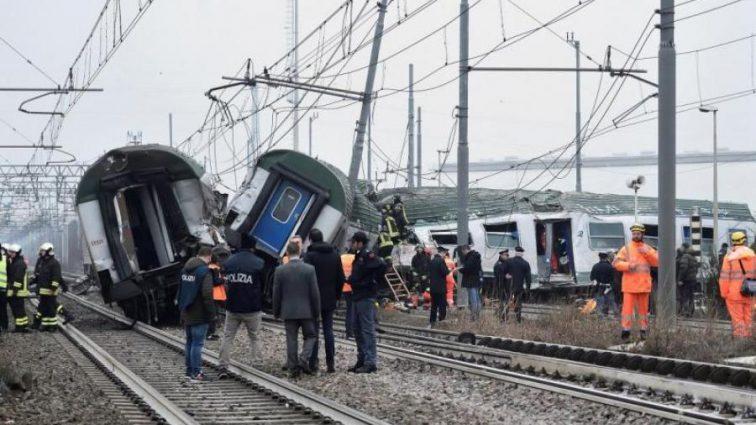 На сході пасажирський поїзд на повному ходу  злетів з рейок , постраждали діти