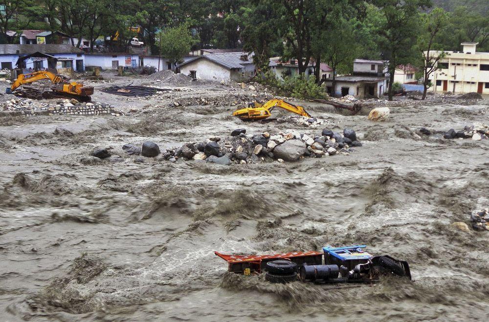 Найбільша катастрофа за 100 років: через повені в Індії загинули 324 людини