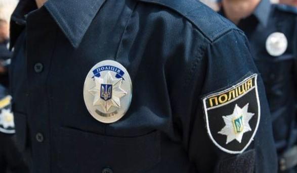 У Києві в біля житлового будинку знайшли труп чоловіка, який помер при загадкових обставинах
