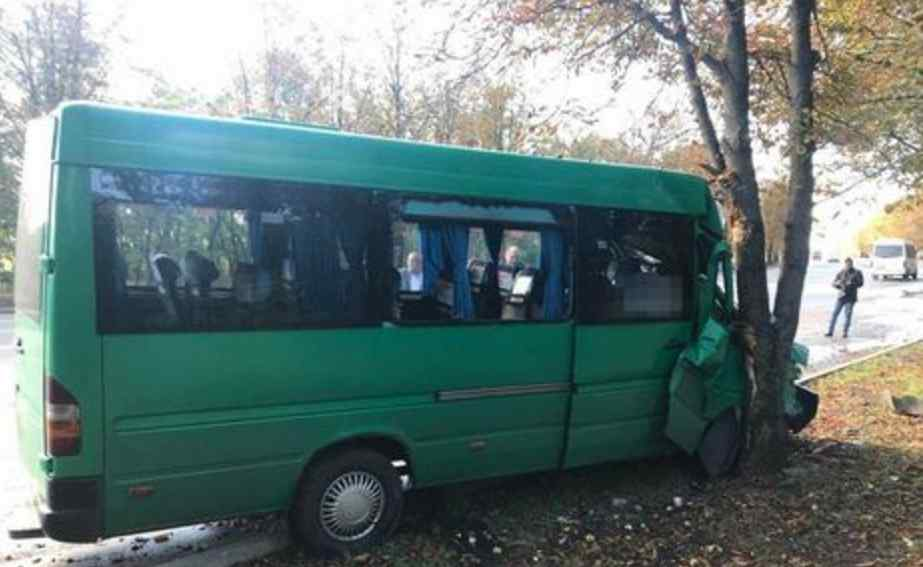 Небезпечна ДТП у Кривому Розі: 8 чоловік госпіталізовано