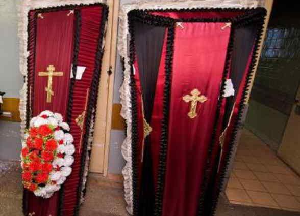 Два похорони в одній сім'ї: На Прикарпатті батько не зміг змиритися зі смертю власного сина