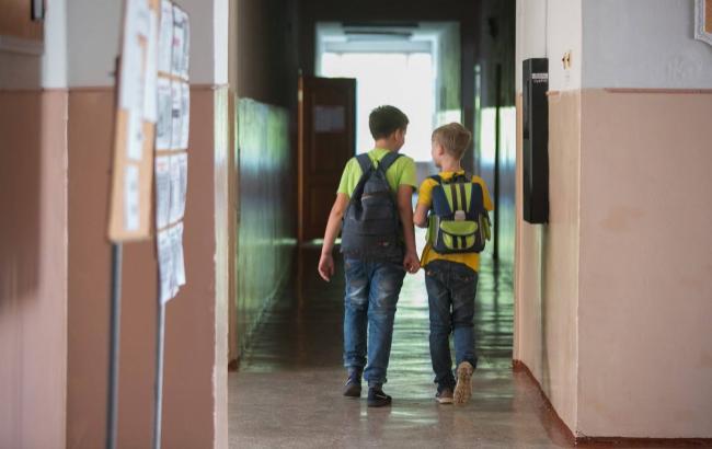 У школу з сокирою: В Одесі неадекватний чоловік прийшов розбиратись з кривдниками сина