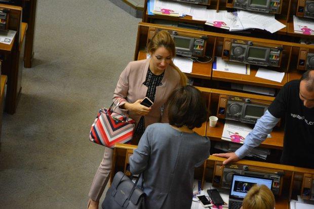Заступниця міністра втрапила в гучний скандал, викрито таємний зв'язок