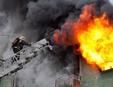 У центрі києва жахлива пожежа: люди вистрибували з вікон